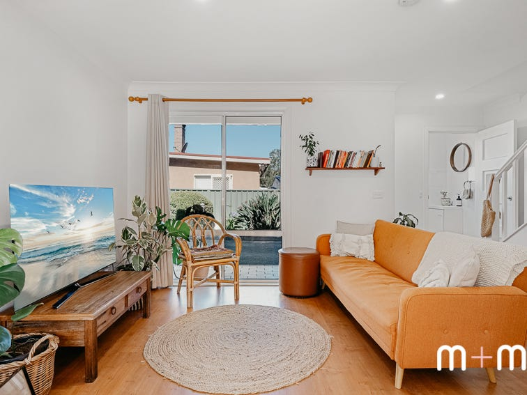 2/10 The Avenue, Corrimal, NSW 2518