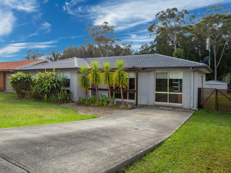 10 Renee Crescent, Moruya Heads, NSW 2537