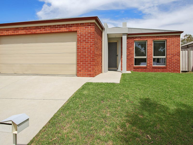 11 Chafia Place, Springdale Heights, NSW 2641