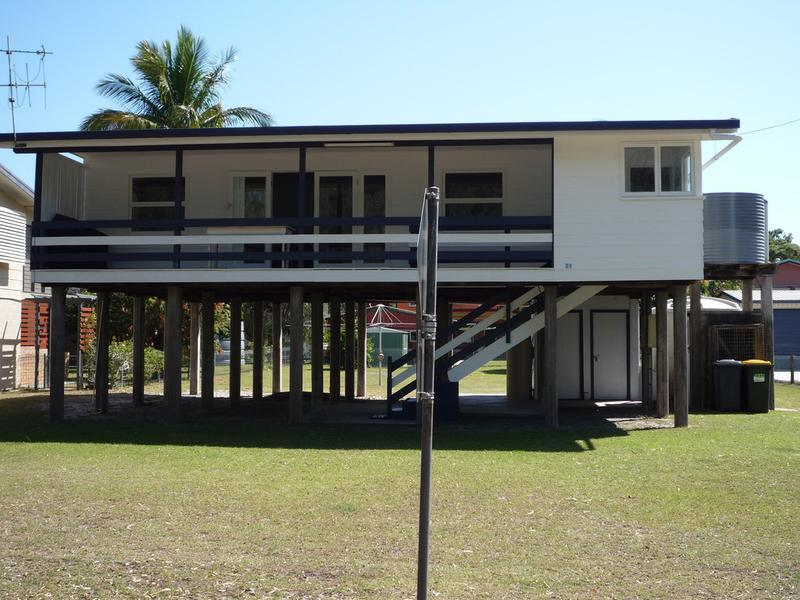 21 Esplanade Walkers Pt., Woodgate, Qld 4660