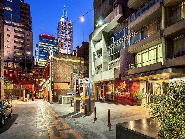 L 8 807/11-17 Cohen Place, Melbourne, Vic 3000