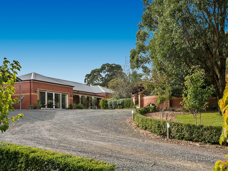 158 Donalds Road, Woodend, Vic 3442