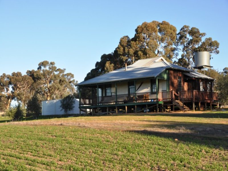 310 Napping Pool Road, West Pingelly, WA 6308