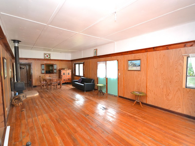 44 George St, Linville, Qld 4314