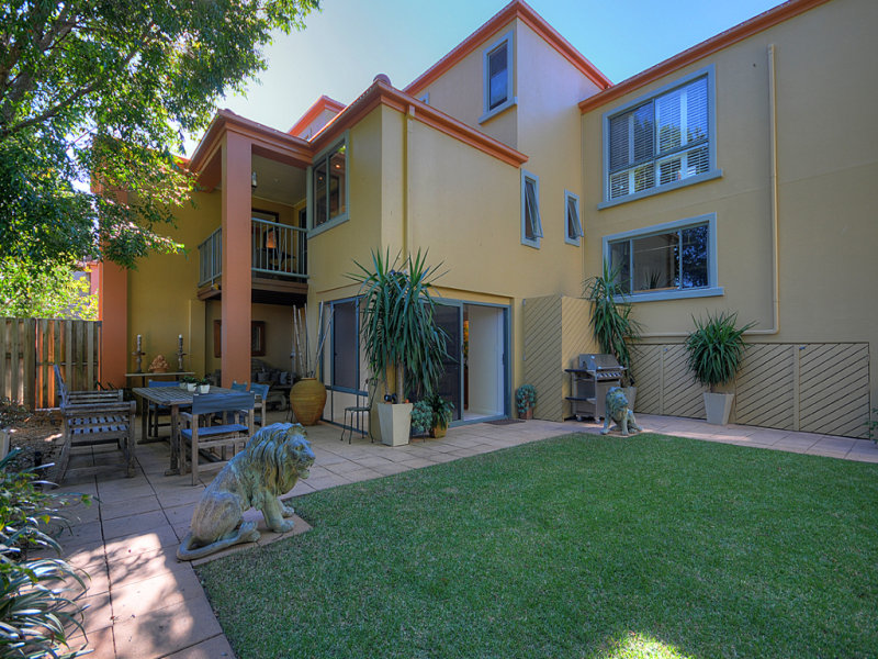 At 20 Fairway Drive, Clear Island Waters, Qld 4226