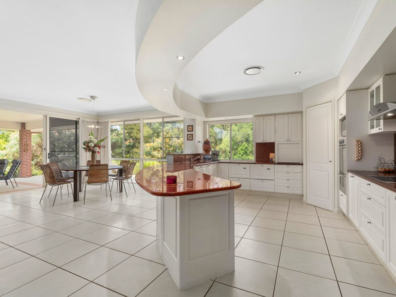 11 Maxwell Place, Cashmere, Qld 4500