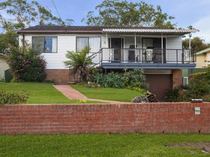65 Albatross  Road, Berkeley Vale, NSW 2261