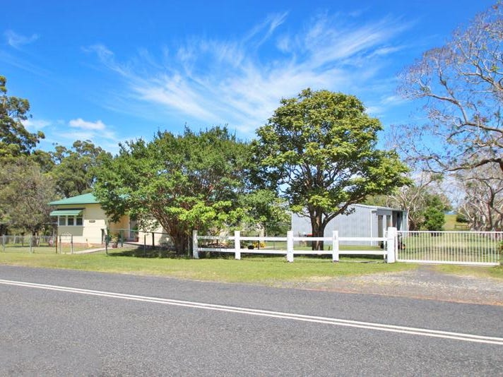 82  Coldstream  Road, Tyndale, NSW 2460