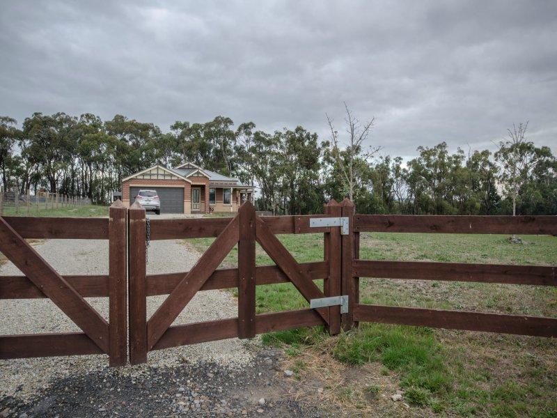84 Follett Drive, Nyora, Vic 3987