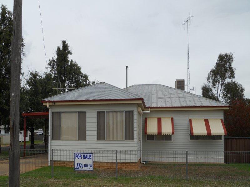 15 Poincaire ST, Trangie, NSW 2823