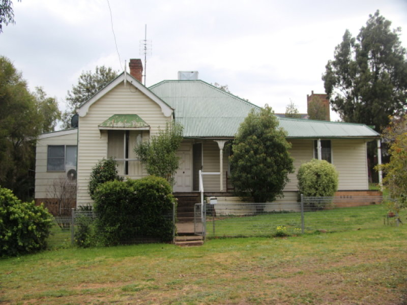 20 Young, Grenfell, NSW 2810