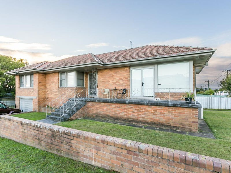 4 Fourth Avenue, Rutherford, NSW 2320