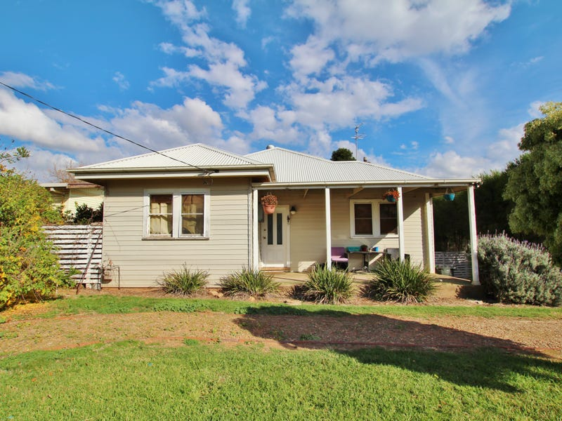 18 Brock Street, Young, NSW 2594