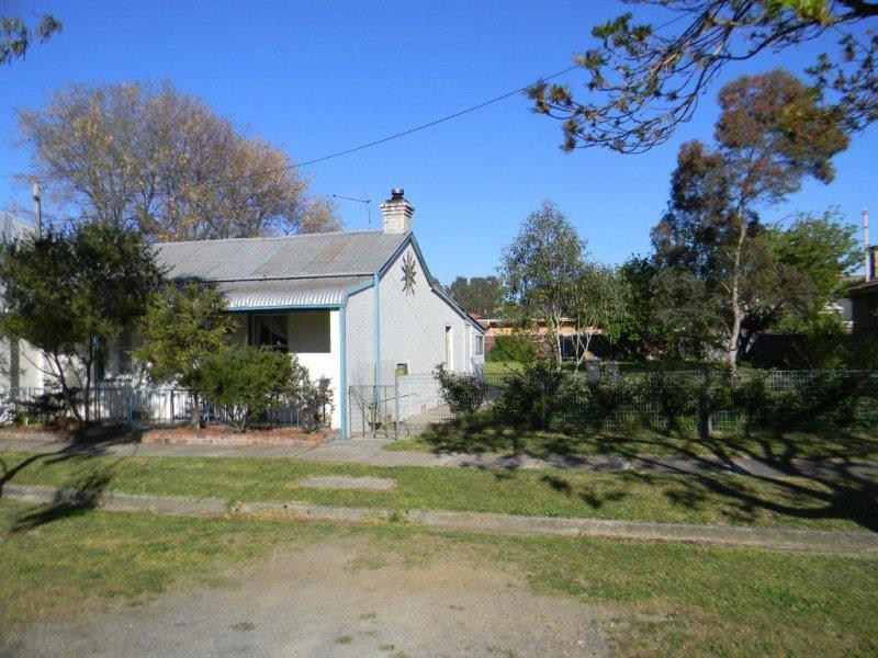 24 CHANTRY STREET, Goulburn North, NSW 2580