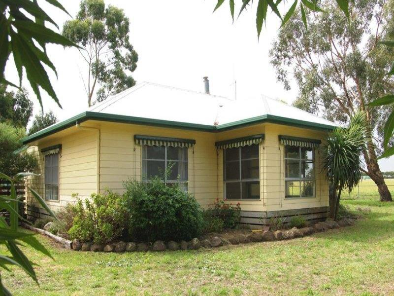 - Hoses Road, Boorcan, Vic 3265