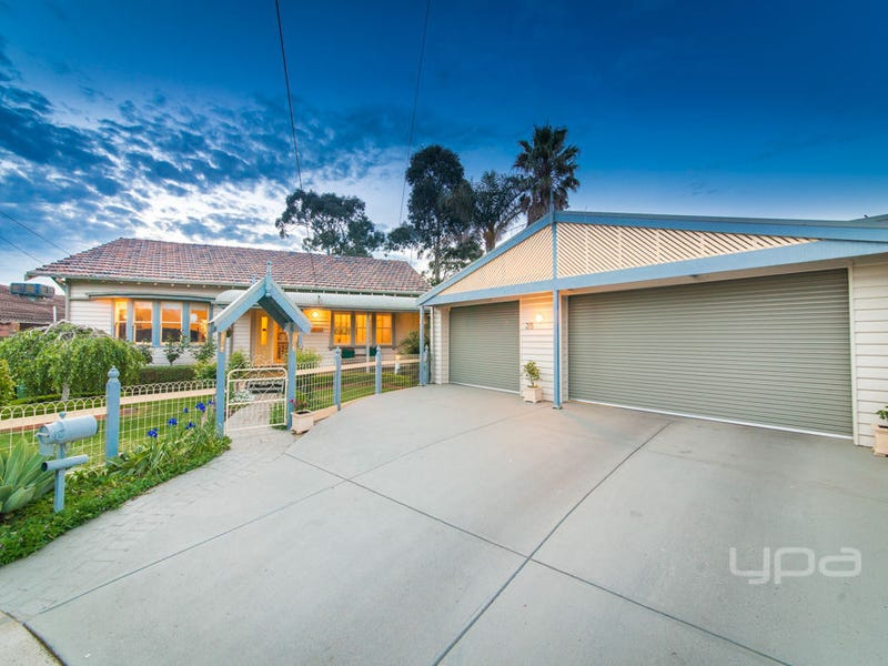 35 Freeland Grove, Jacana, Vic 3047