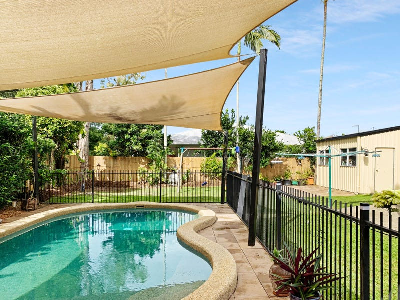 5 Caribbean Street, Holloways Beach, Qld 4878