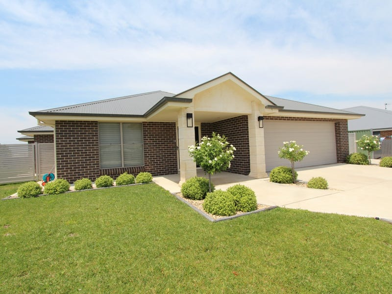 7 Knight Place, Llanarth, NSW 2795