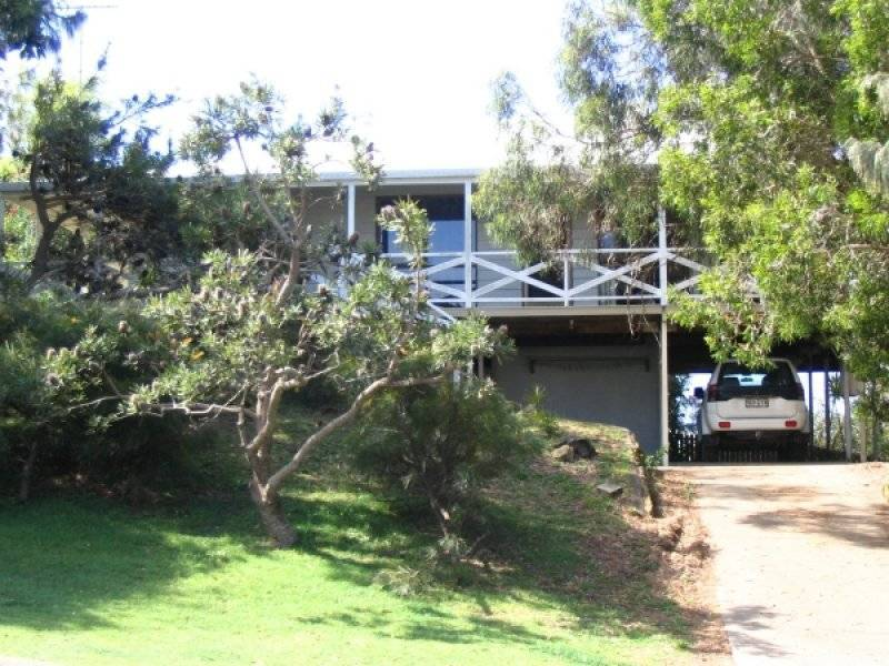 39 Cumming Parade, Point Lookout, Qld 4183