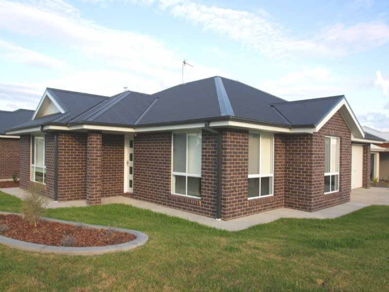 Unit 1 76 Messenger Avenue, Boorooma, NSW 2650