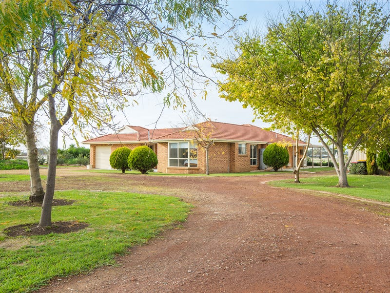 812 Hopkins Highway, Grassmere, Vic 3281