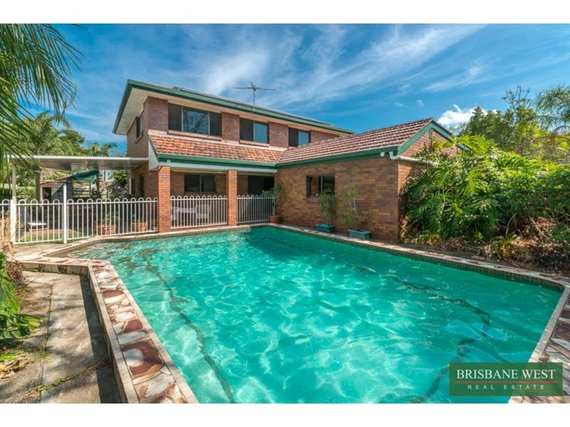 10 Moonah Street, Chapel Hill, Qld 4069