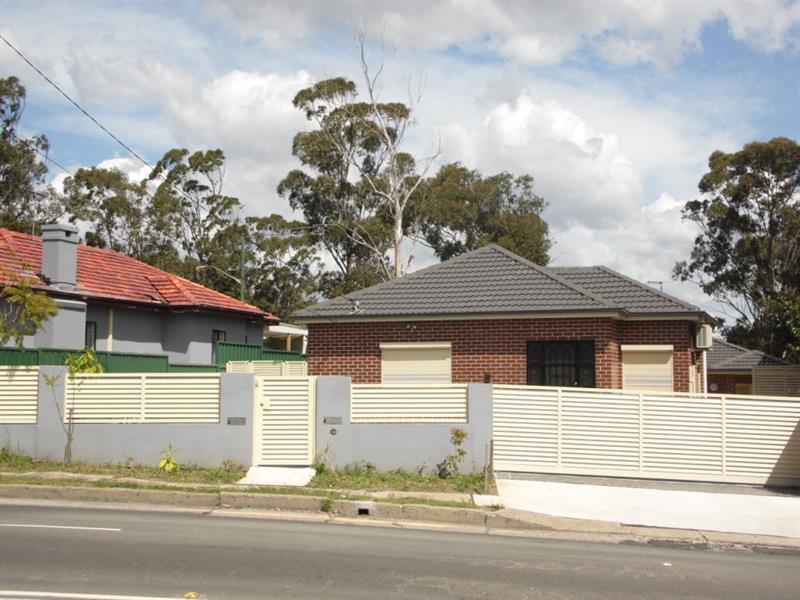 4 The Horsley Dr, Carramar, NSW 2163