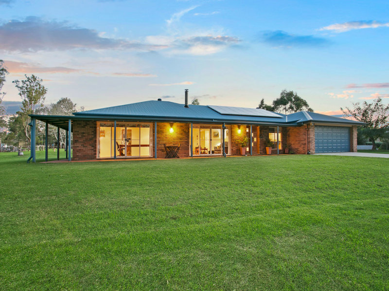 35 Adams Road, Cabarlah, Qld 4352
