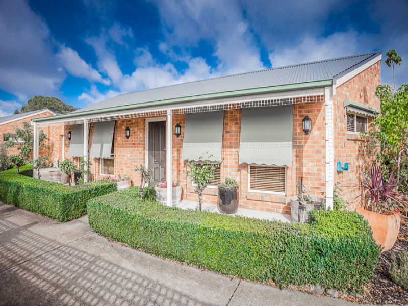 2/71 Barry Street, Romsey, Vic 3434