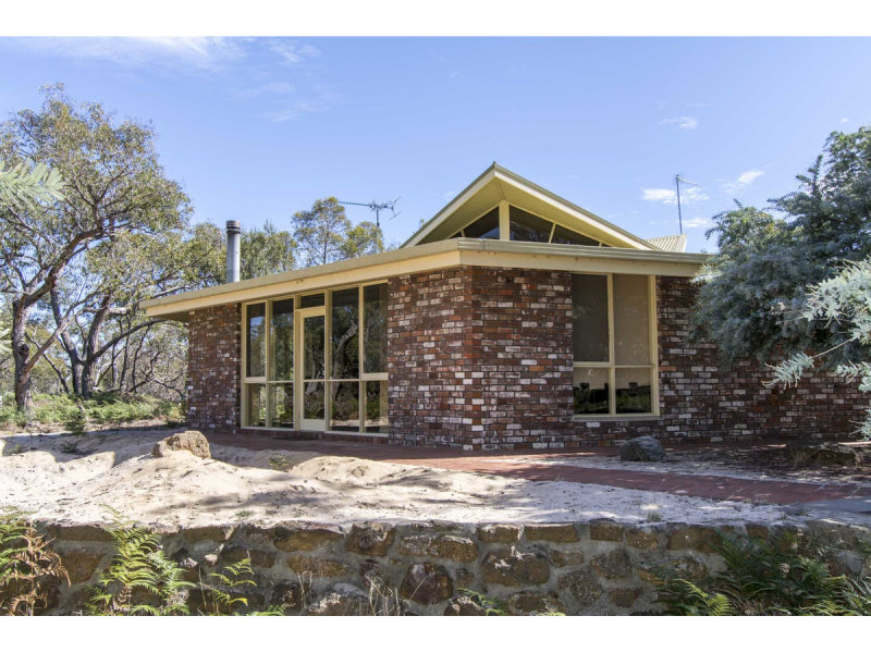 135 John McPhees Drive, Toolondo, Vic 3401