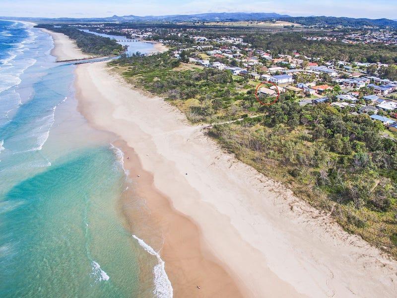 9 Surfside Crescent, Pottsville, NSW 2489