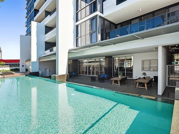 43/2729 'Synergy' Gold Coast Highway, Broadbeach, Qld 4218