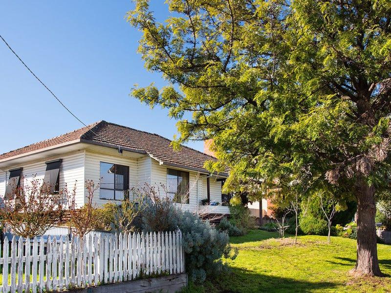 3 Douglas Crescent, Castlemaine, Vic 3450