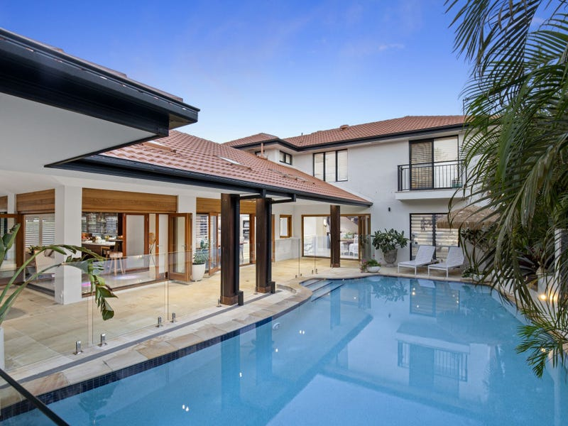 10 Saint Pauls Place, Isle Of Capri, Qld 4217