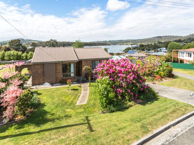 5 Taree Crescent, Gravelly Beach, Tas 7276