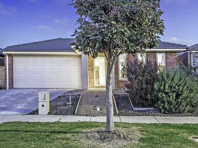 9 Plume Place, Point Cook