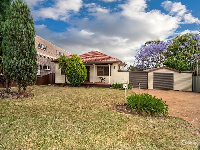 2 Hazelglen Avenue, Panania, NSW 2213