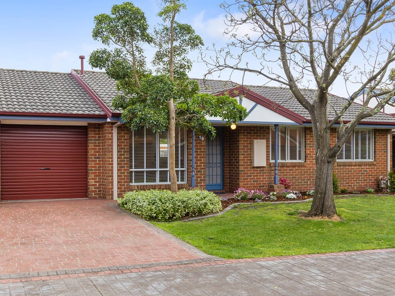18 Enfield Place, Forest Hill, Vic 3131