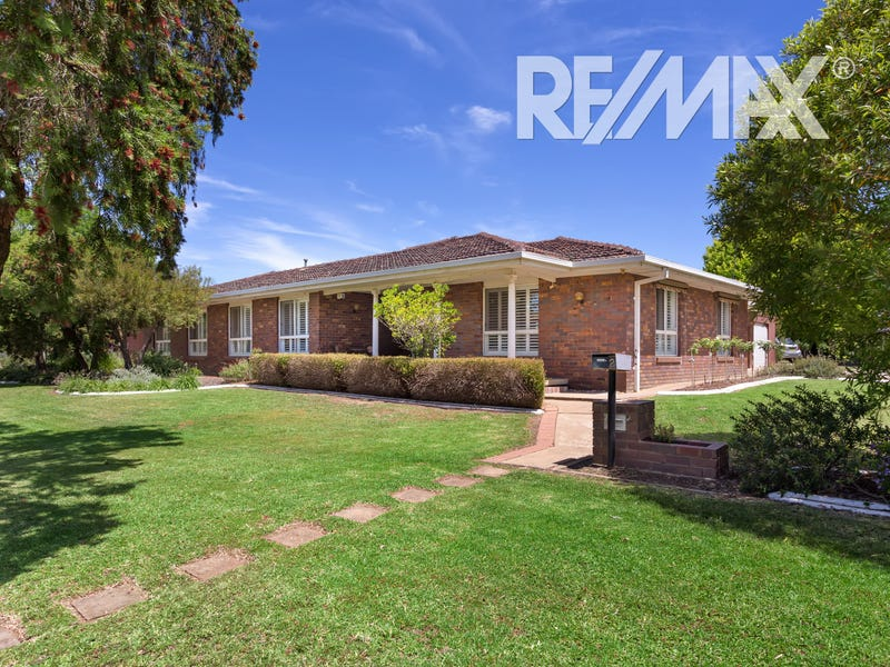 2 Balmoral Crescent, Lake Albert, NSW 2650