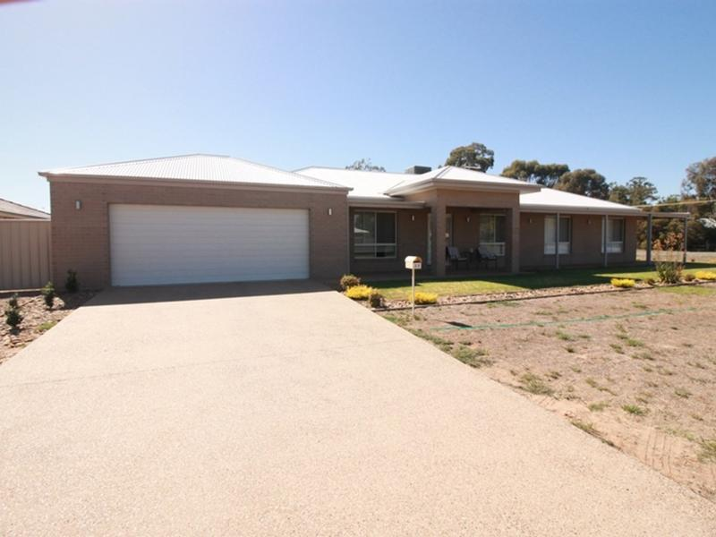 30 Anthony Avenue, Tocumwal, NSW 2714