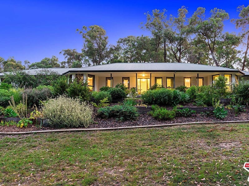 15 Harrison Road, Montrose, Vic 3765