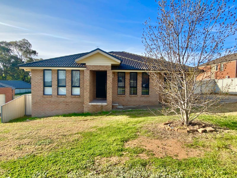 22 HENRY PLACE, Young, NSW 2594