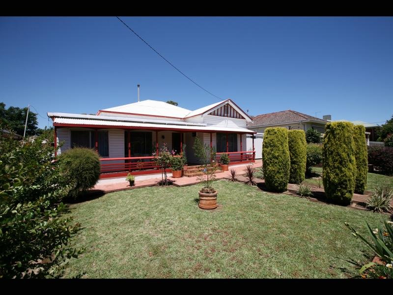 19 Heath St, Turvey Park, NSW 2650