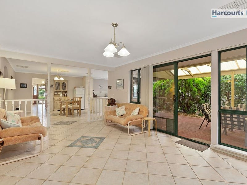 8 Chatsworth Court, Hallett Cove, SA 5158
