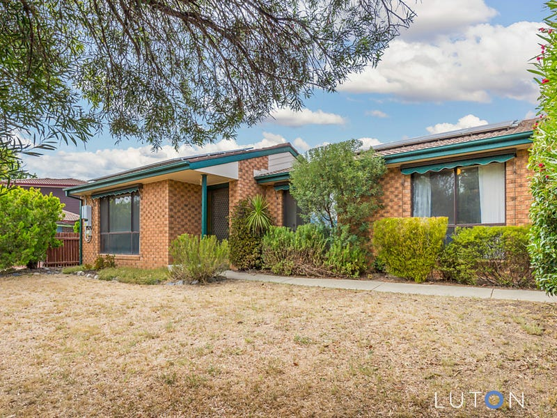 135 Louisa Lawson Crescent, Gilmore, ACT 2905