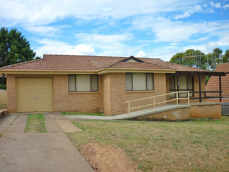 36 Polona St, Blayney, NSW 2799