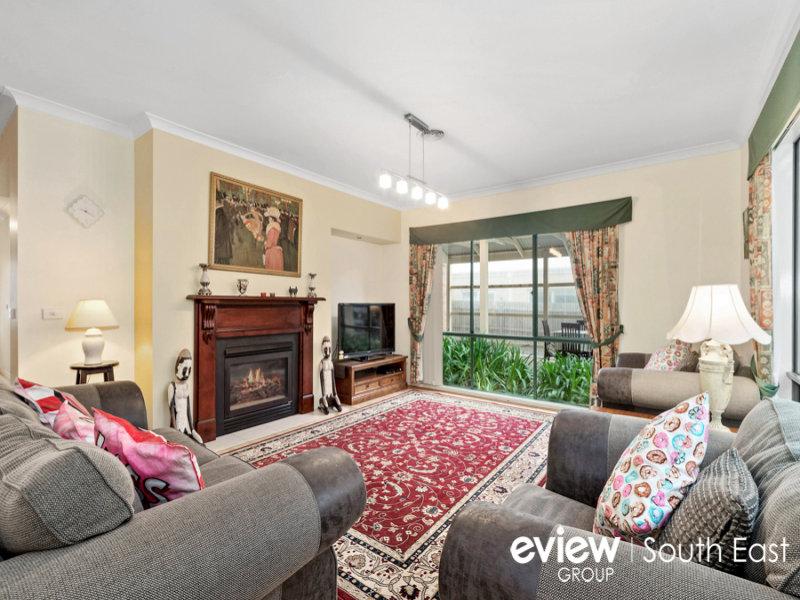 16 Minton Walk, Narre Warren South, Vic 3805