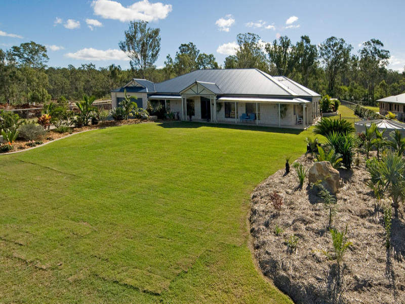 8 Lippizzaner Place, Pine Mountain, Qld 4306