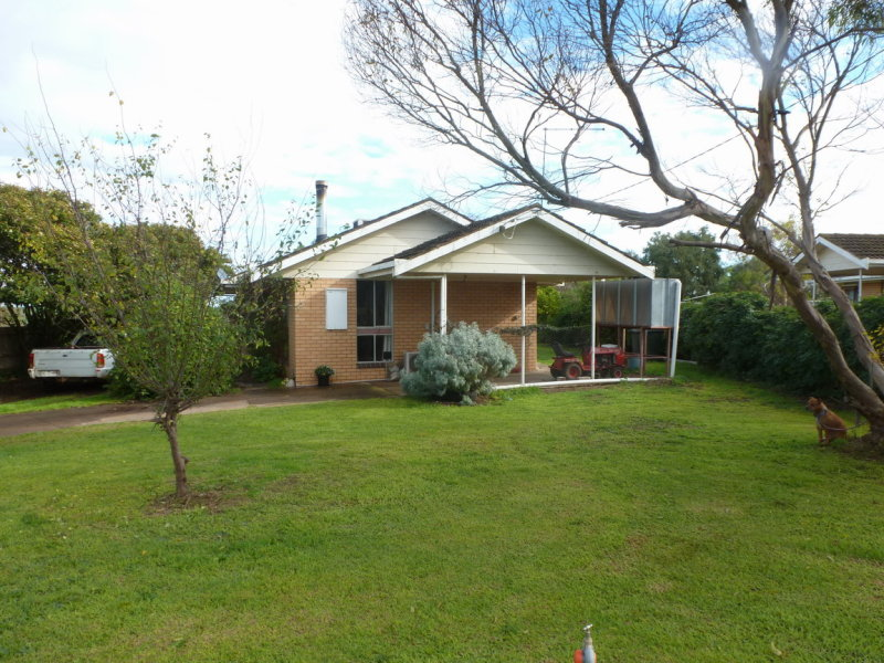 131 Montgomery Street, Lake Bolac, Vic 3351
