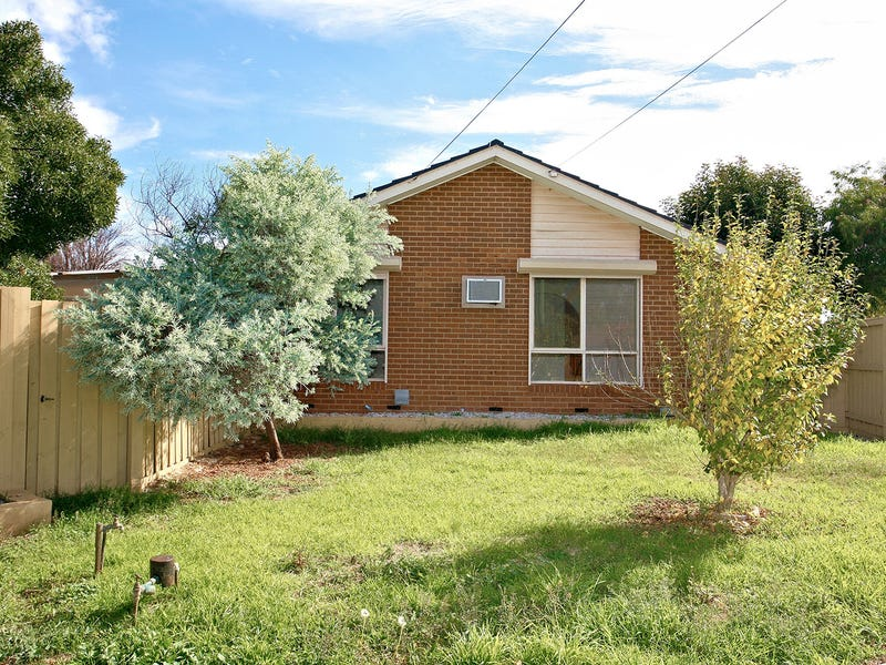 8 Cook Road, Melton South, Vic 3338